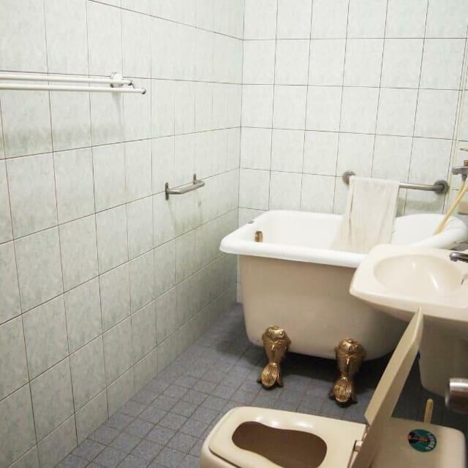獨立的衛浴,可以輕鬆泡澡