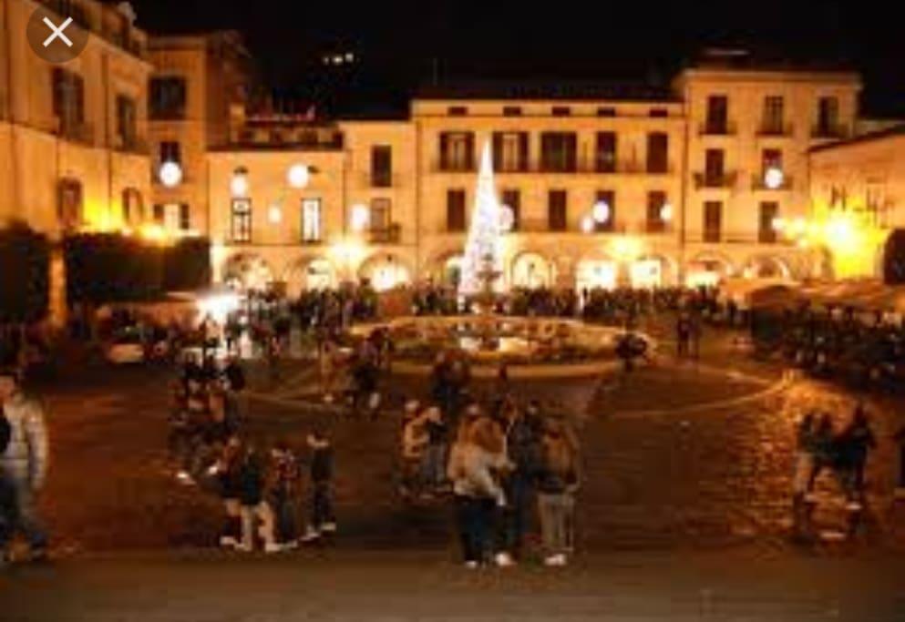 Piazza Duomo dove trascorrere del tempo o bere qualcosa in qualche bel bar vista Duomo