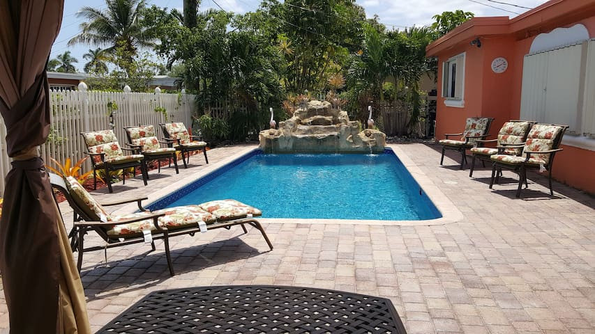 Luxurious Family Vacation Home - Lauderdale Lakes - Hus