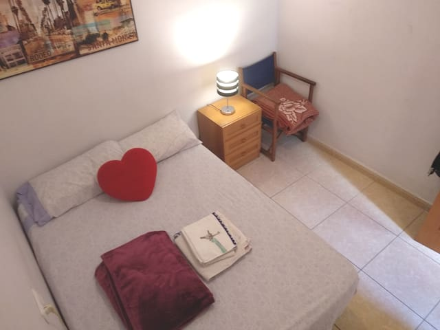 10 minutes walking from the city center!Cozy room!