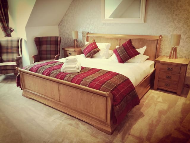 Super Kingsize B&B near Beauly (R2)