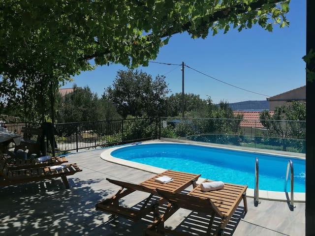 Apartment Dijana3 *with pool*near Split and Trogir