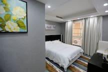 重庆解放碑洪涯洞核心景区CBD豪华江景夜景大套房,适合高端大家庭旅游,高端商务旅游小团体。