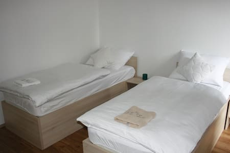 between Zagreb airport and downtown - Velika Mlaka - Bed & Breakfast