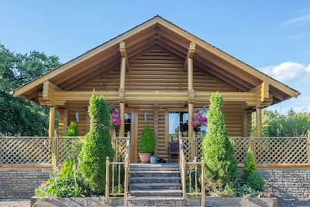 Wester Walston Lodge - 4* Luxury with Hot Tub