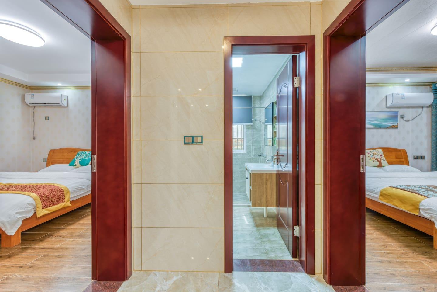 2个房间,2张大床,一个卫生间。