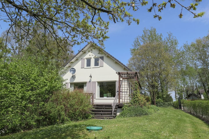 Detached villa with a large garden and terrace right in the Ardennes