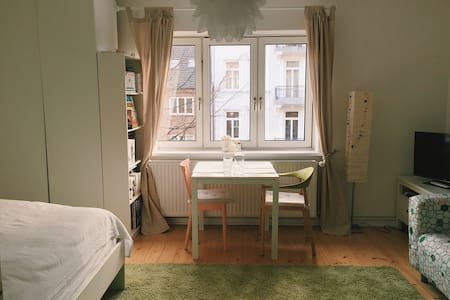 Cozy and bright little apartment in Eimsbüttel♥︎ - Hampuri