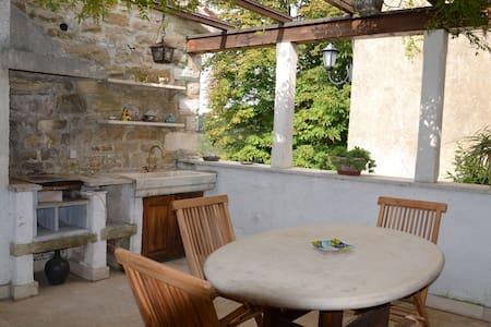 VILLA ANTICA amazing stone house - Grožnjan - Huvila