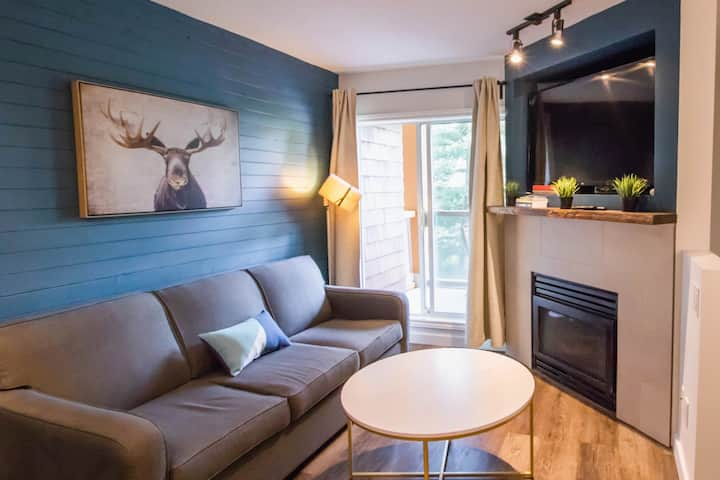 Whistler Village: Pool, hotub and free parking