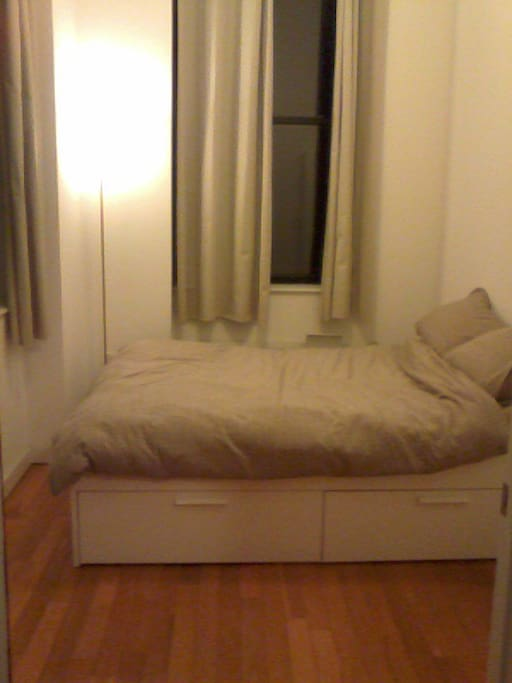 Bright room with 3 large windows and full/ double bed