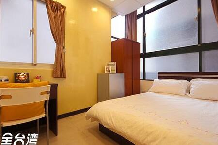 Cozy Stay near Shilin Night Market
