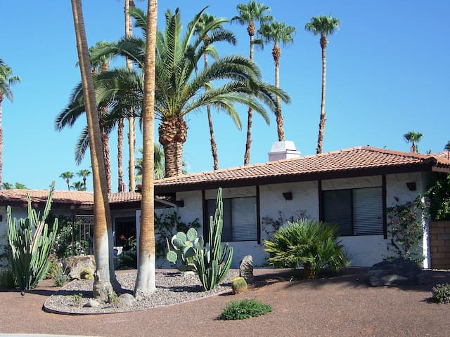 Enjoy the Palm Springs Good Life! - Palm Springs - Bed & Breakfast