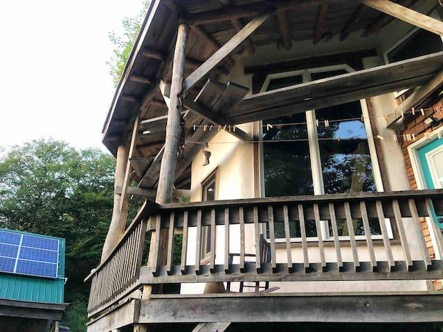 Cloudy Mountain Refuge, Pet Friendly Retreat in WV