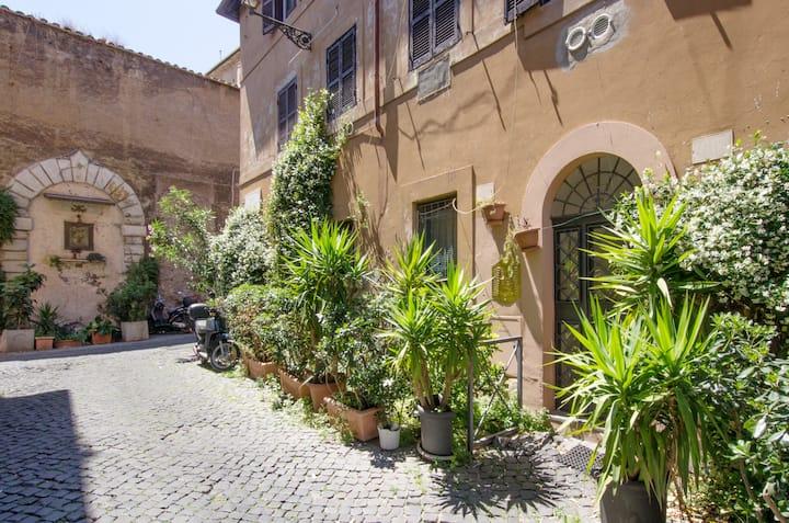 Your little house in Trastevere