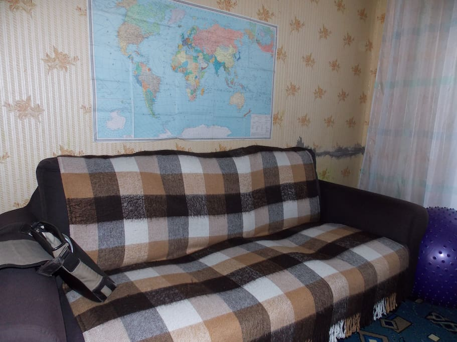 Рабочий кабинет ,диван
