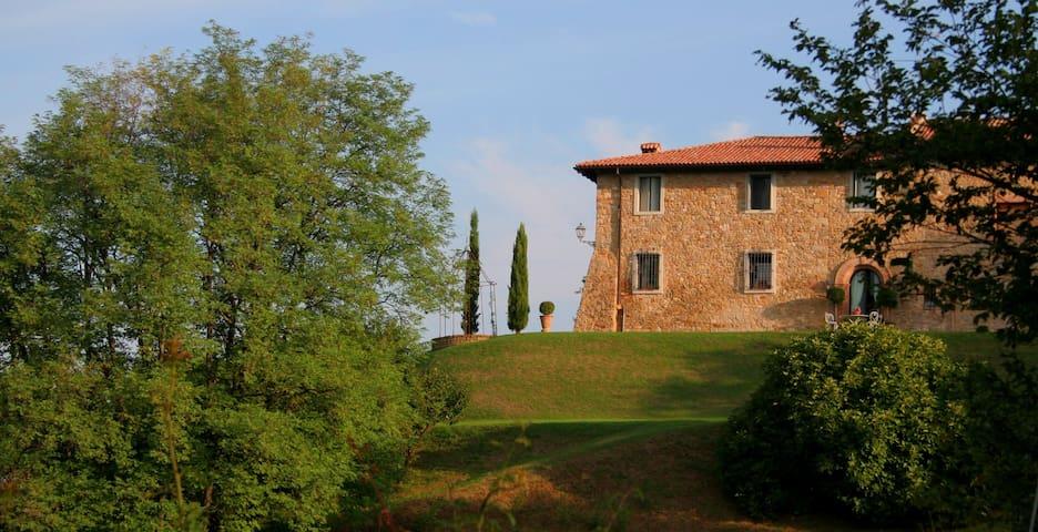 B&BLa Chiesa Vecchia CaprioloRoom - Monte San Pietro - ที่พักพร้อมอาหารเช้า