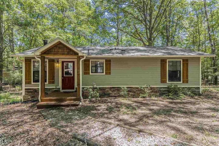 Private Oconee Lakefront Cottage w/Fantastic View!