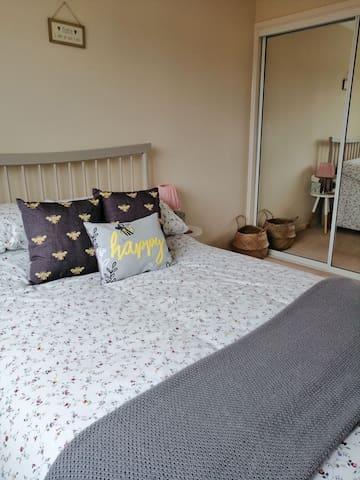 Happy Bee Private Room & Bathroom - Swaffham