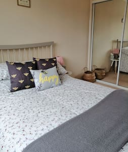 Happy Bee Private Room & Bathroom - Swaffham