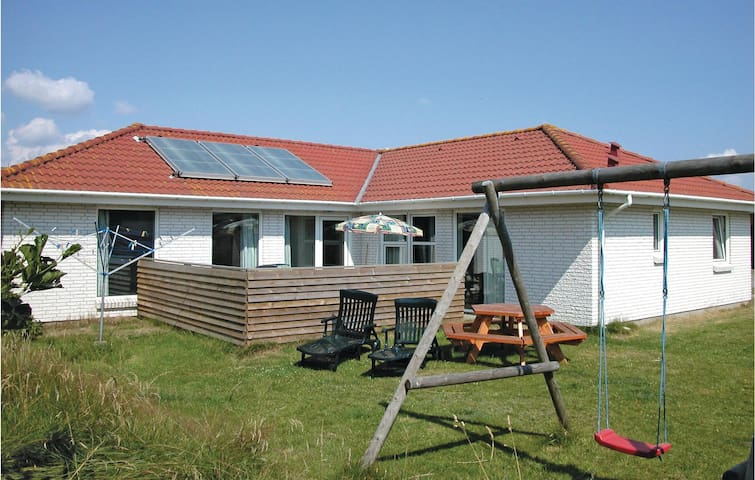 Holiday cottage with 4 bedrooms on 155m² in Blokhus