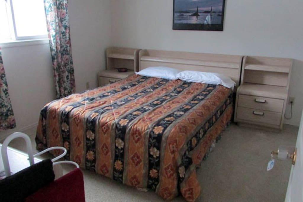 Queen Room $103-$114