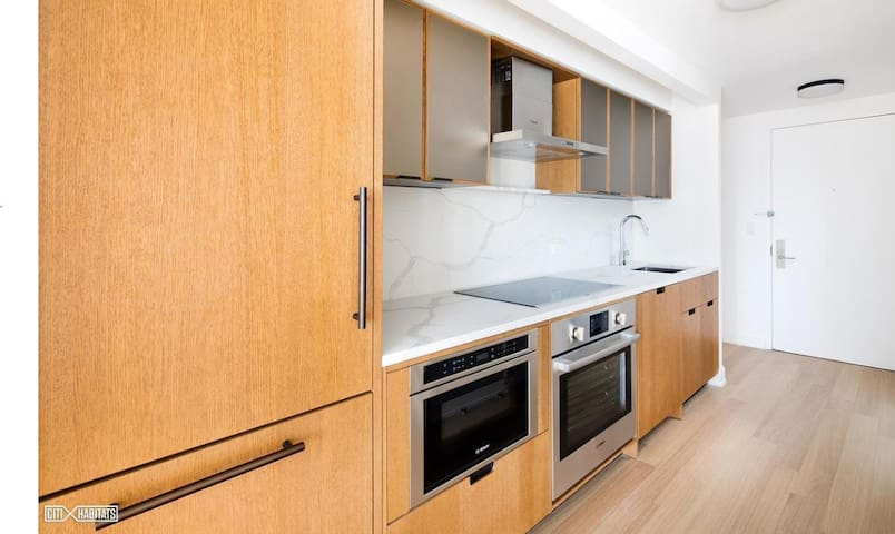 High End Sutton Place Studio - Sublet / Lease