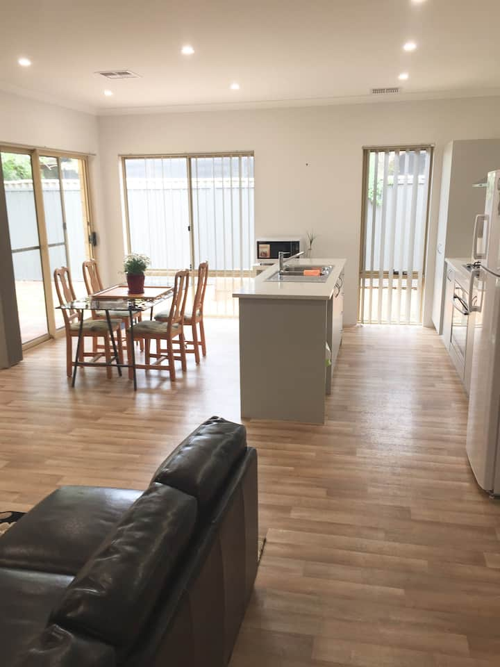 Modern fresh, fully airconditioned beachside