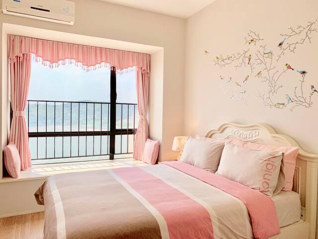 粉色主題公主臥室: 窗外寫意山海,窗內鳥語花香,芬芳浪漫   Princess Pink Bedroom: Sweet and romantic