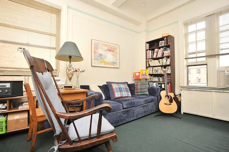 Airy Room on the fabulous UWS  - New York - Apartment