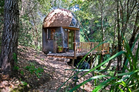 Mushroom Dome Cabin: #1  on airbnb in the world - Aptos - Zomerhuis/Cottage