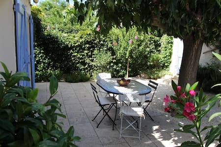 Charming 3 bedrooms cottage with a private pool - Saint-Rémy-de-Provence
