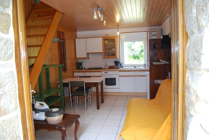 Petite maison à la campagne près de la mer - Cast - Casa