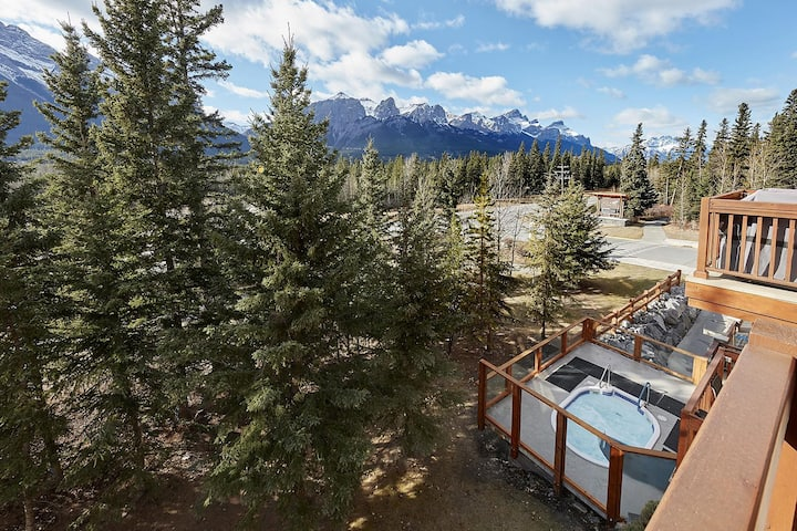 Beautiful Mountain View escape w/ open hot tub