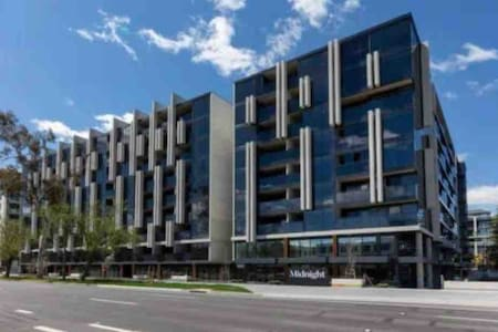 2br in Midnight Apartment Braddon - free car space
