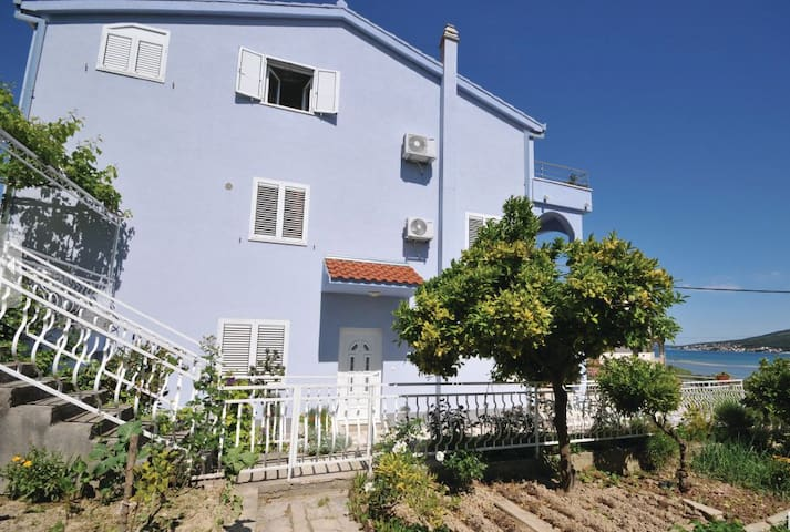 Sunny, with a beautiful sea-view apartment. - Trogir - Daire