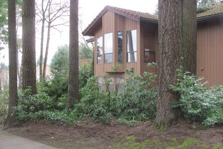 Family Home in West Linn, Oregon - House