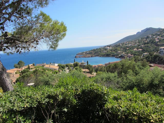 Jolie maisonette vue panoramique mer et esterel - Théoule-sur-Mer - Byt