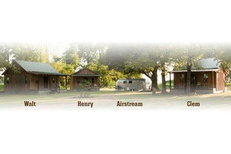 Henry Shack || Seven Chimneys Farm - Cabin