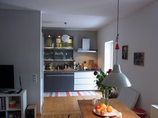 Lovely large apartment: Oktoberfest 150/1min walk - München - Lägenhet