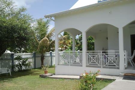 villa proche plage, ville, casino - Guadeloupe