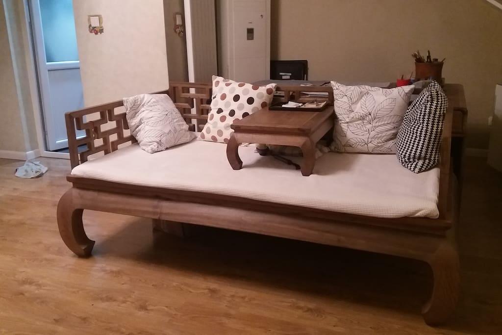 客厅的楠木榻,相信您会喜欢