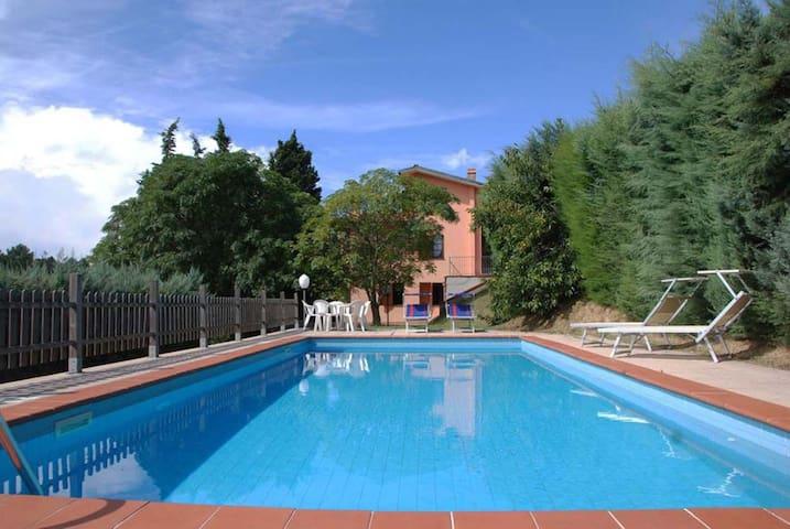 L Olivella, sleeps 7 guests in Camaiore - San Martino In Freddana - วิลล่า