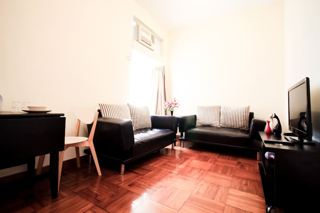 Big Sitting room could fit 2 set of sofa, is big & spacious in HK standard