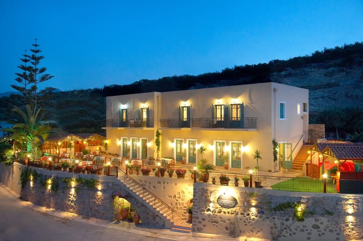 Family-Run Hotel with Stunning Sea Views - Kaliviani - Wikt i opierunek
