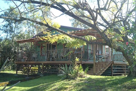 Charming Two Bedroom Ohana Cottage - Keaau - Casa