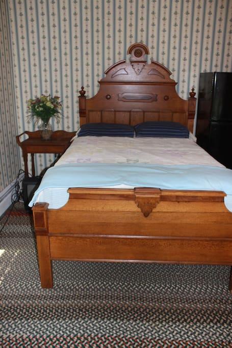 Corner bedroom, southeast exposure