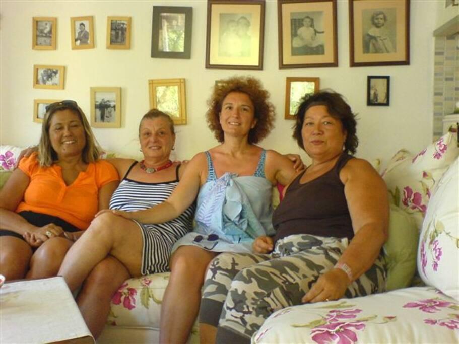 açık mutfak+salon ...ev sahibi ALEV ve arkadaşları...