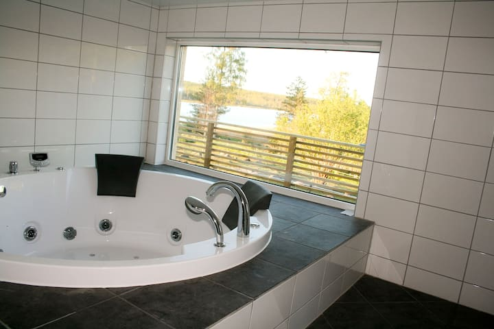 By the lake, Jacuzzi and sauna. - Mullsjo - Vila