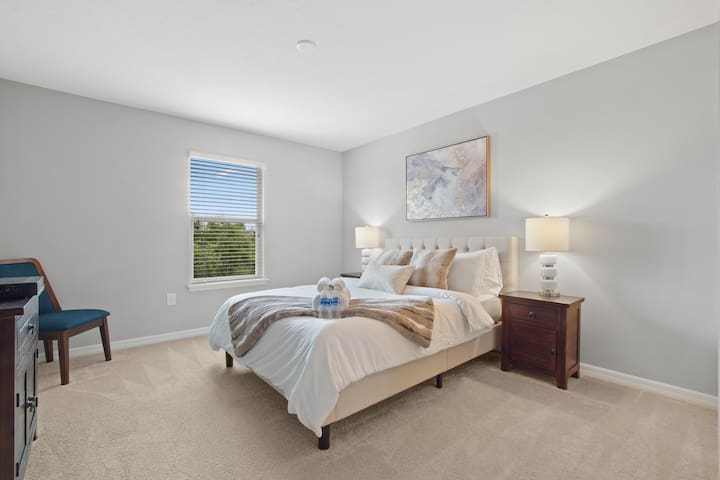 Elegant private bedroom in the heart of Brandon